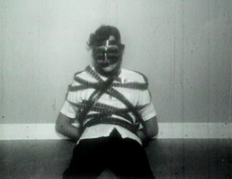 """En la víspera de la vigilia está prohibido sonar"" (1974), 12 min."